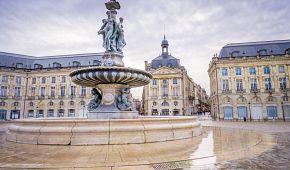 Burzovní náměstí a fontána Tří grácií