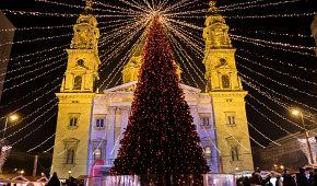 Adventně vyzdobená bazilika svatého Štěpána