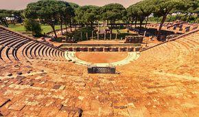 Římský amfiteátr v Ostii při západu slunce
