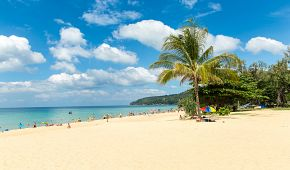 Tři kilometry dlouhá Karon Beach
