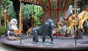 Slavný kolotoč s exotickými zvířaty v Jardin des plantes