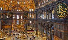Působivý interiér chrámu Hagia Sophia