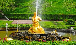 Nádherná fontána v Petrodvorci