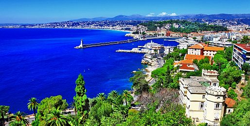 Azurové pobřeží letadlem a autobusem