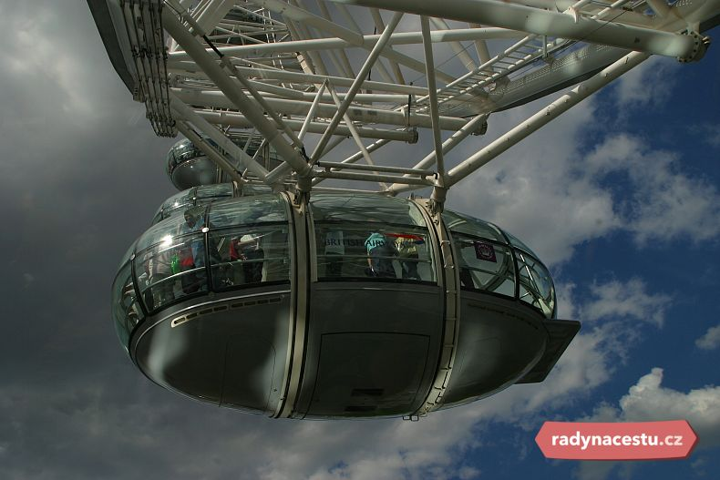 Kabinky London Eye pojmou 25 pasažérů