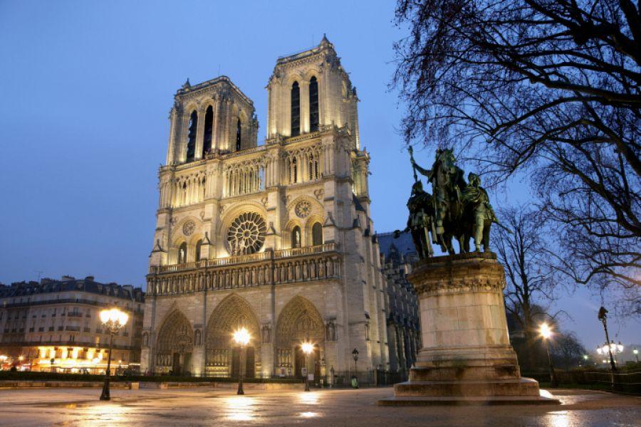 Paříž - katedrála Notre-Dame