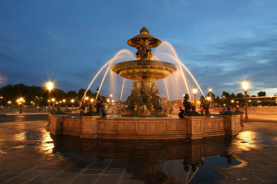 Paříž - fontána na Place de la Concorde