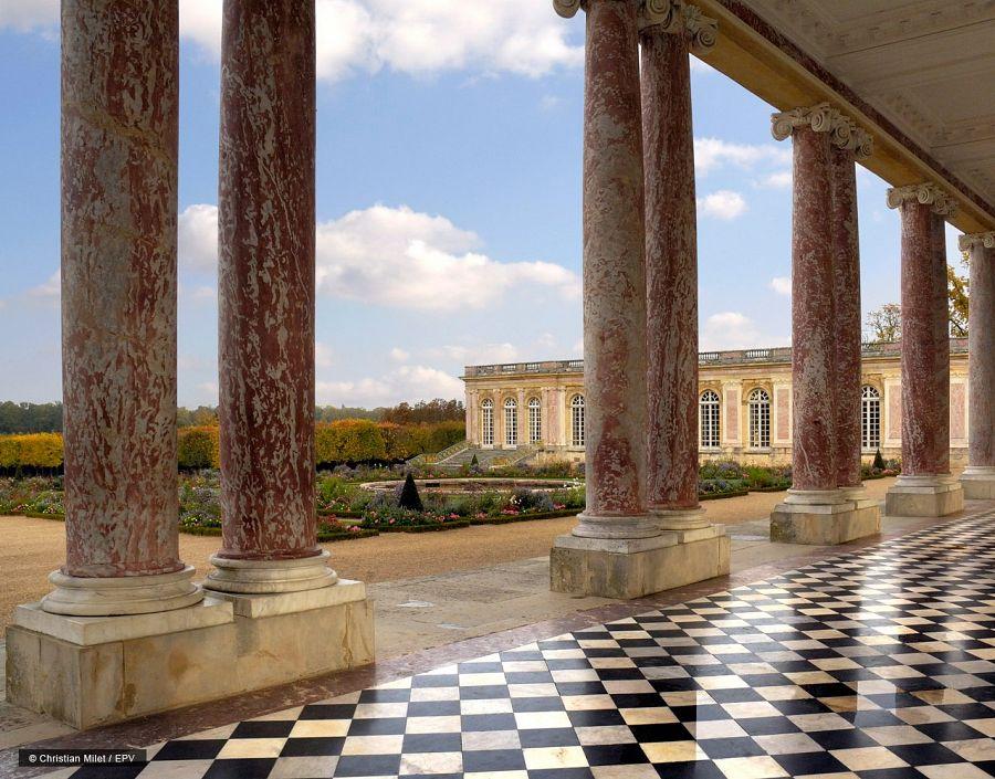 Zámek Versailles - pohled do Oranžérie