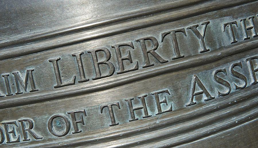 Detail nápisu Zvonu nezávislosti
