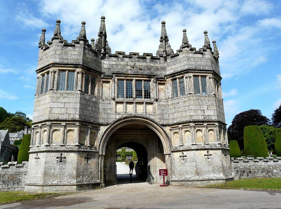 Cornwall_Lanhydrock_castle.jpg