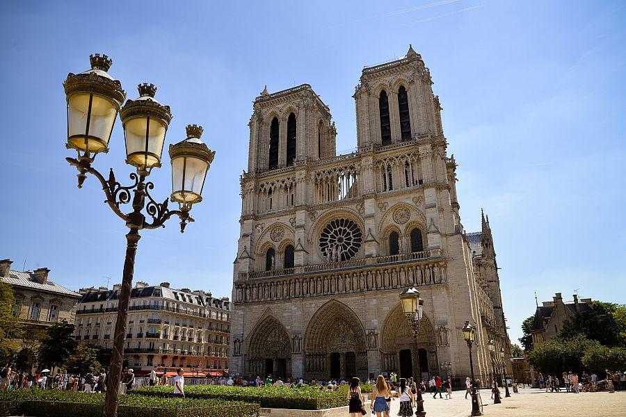 Pariz_katedrala_Notre_Dame.jpg