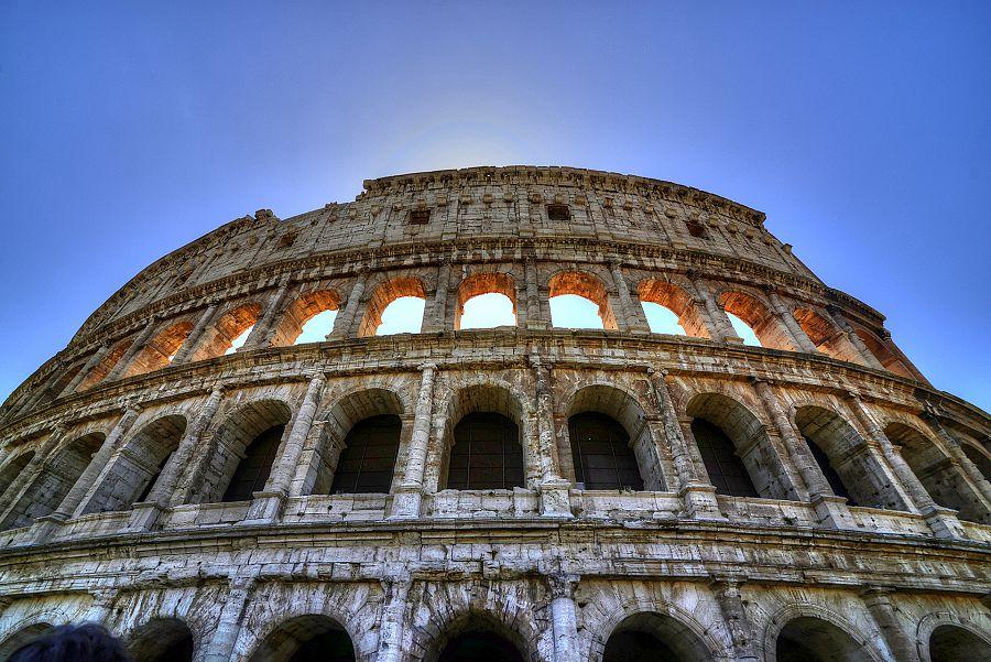 Rim_Koloseum_slunce.jpg