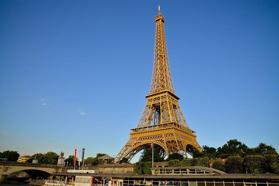 Pariz_Eiffelovka.jpg