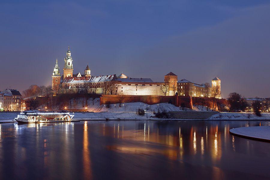 Krakov_Wawel_vecer_Shutterstock.jpg