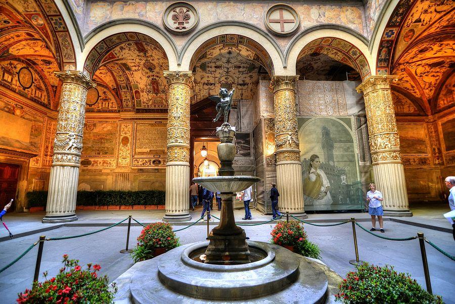 Florencie_Palazzo_Strozzi_Radynacestu_Pavel_Spurek_2015.jpg