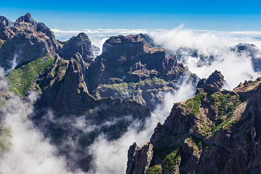 Madeira_trek_Pico_Ruivo.jpg