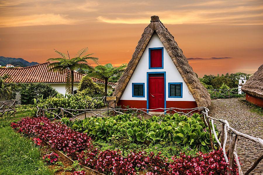 Madeira_typicka_obydli_Santana.jpg