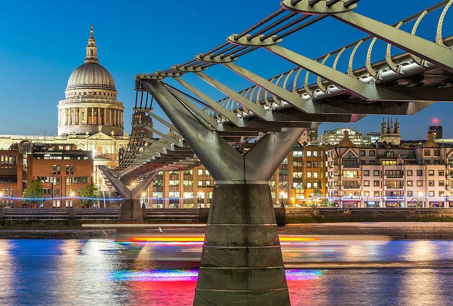 Londyn_Milenium_Bridge_St_Pauls_Cathedral.jpg