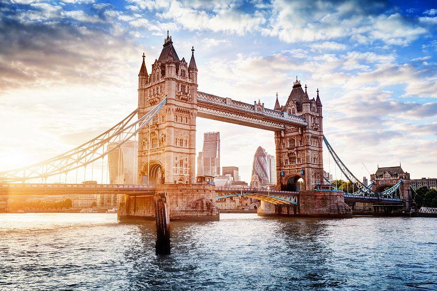 Londyn_Tower_Bridge_jaro.jpg