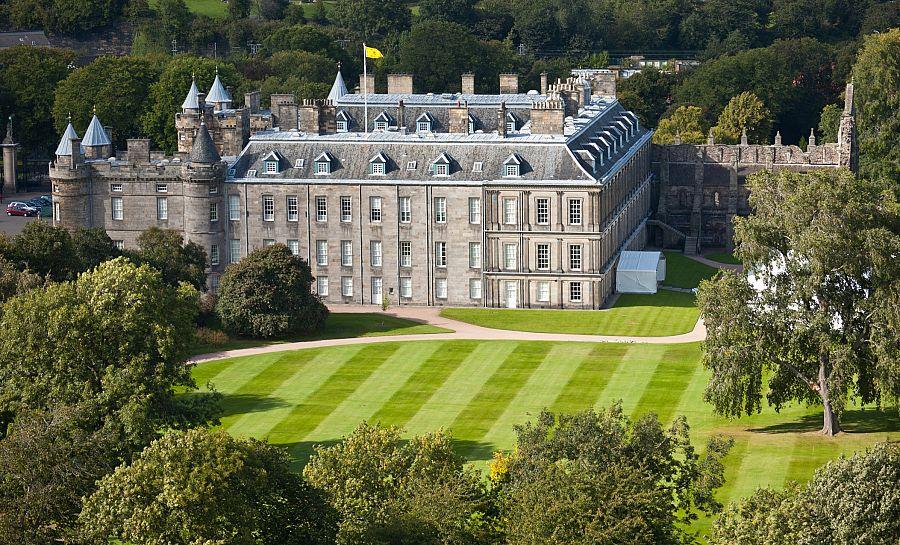 Edinburgh_Holyrood_Palace_2.jpg