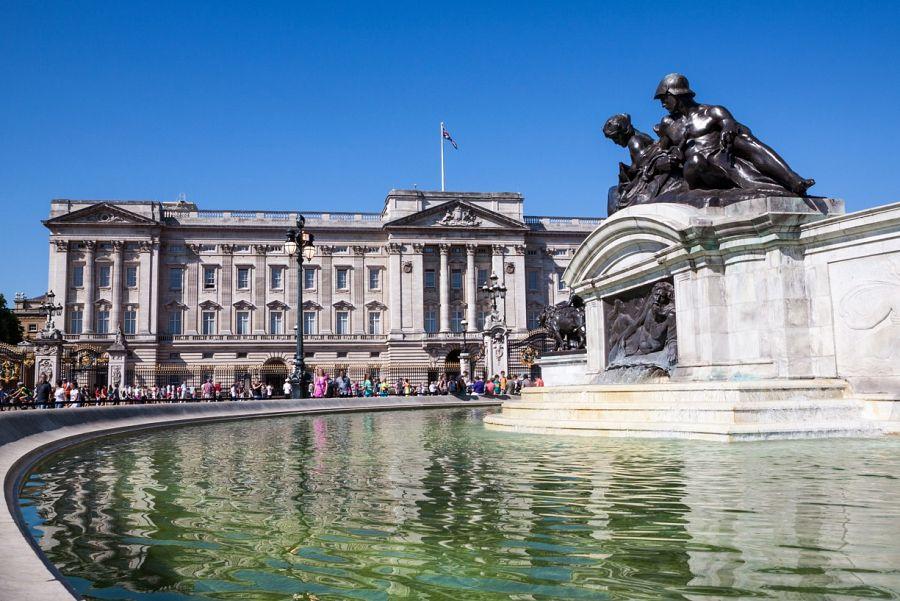 Buckingham Palace s kašnou