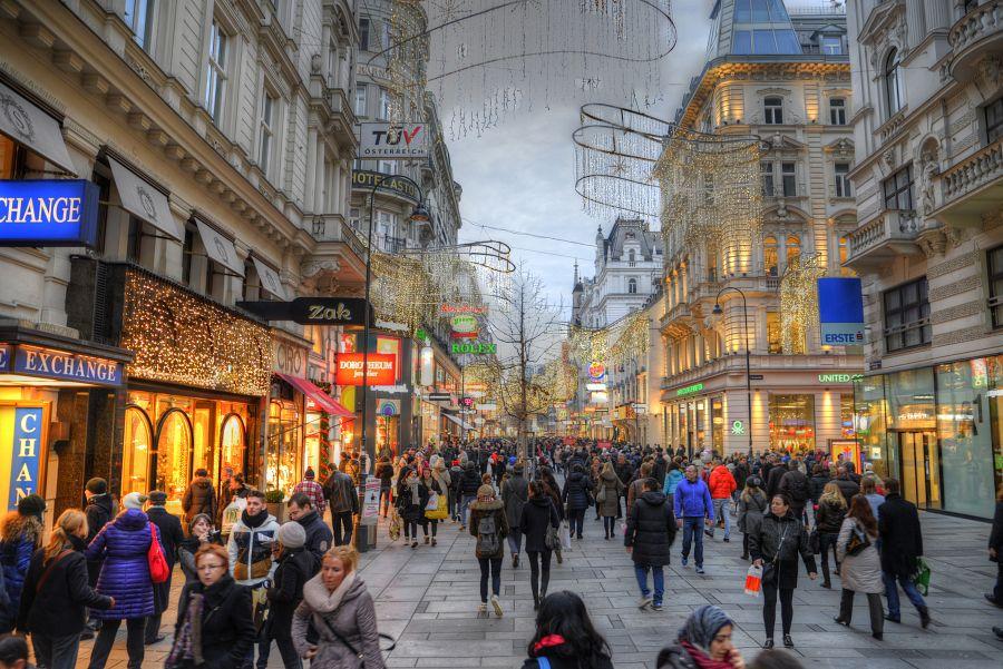 Předvánoční ruch v ulicích Vídně