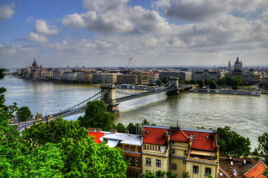 Pohled na řetězový most