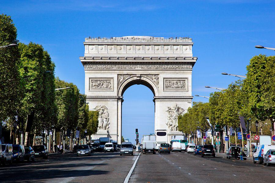 Champs Elysees a Vítězný oblouk