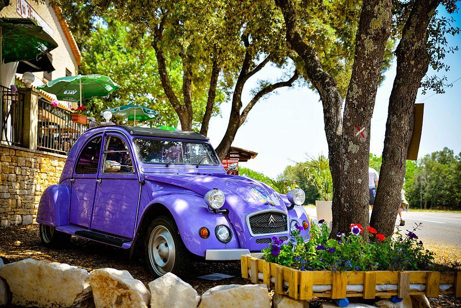 Provence_auto_jeskyne_Aven_d_Orgnac_Radynacestu_Pavel_Spurek.jpg