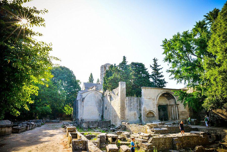 Provence_nekropole_Alyscamps_Radynacestu_Pavel_Spurek.jpg
