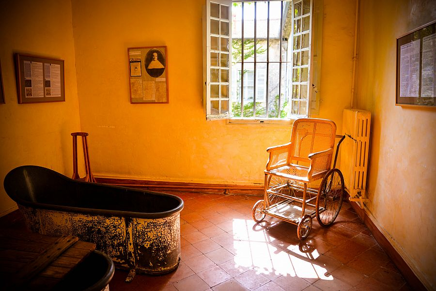 Provence_sanatorium_Saint_Paul_de_Mausole_pokoj_Vincenta_Van_Gogha_Radynacestu_Pavel_Spurek.jpg