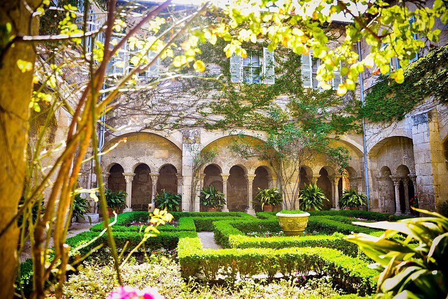 Provence_sanatorium_Saint_Paul_de_Mausole_Radynacestu_Pavel_Spurek.jpg