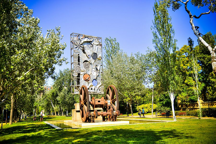 Barcelona_Parc_de_la_Ciutadella_1_Radynacestu_Pavel_Spurek.jpg