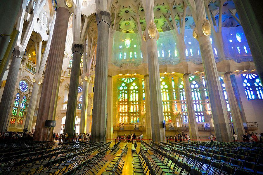 Barcelona_Sagrada_Familia_interier_Radynacestu_Pavel_Spurek.jpg