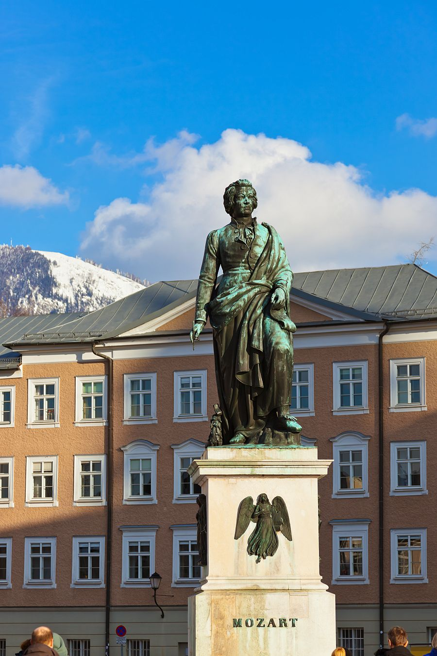 Mozartova socha v Salzburgu