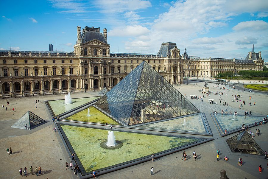 Pariz_Louvre_Radynacestu_Pavel_Spurek.jpg