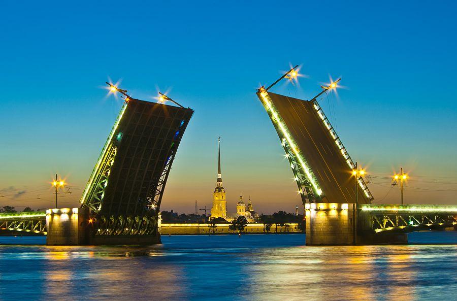 Zvedací mosty na Něvě