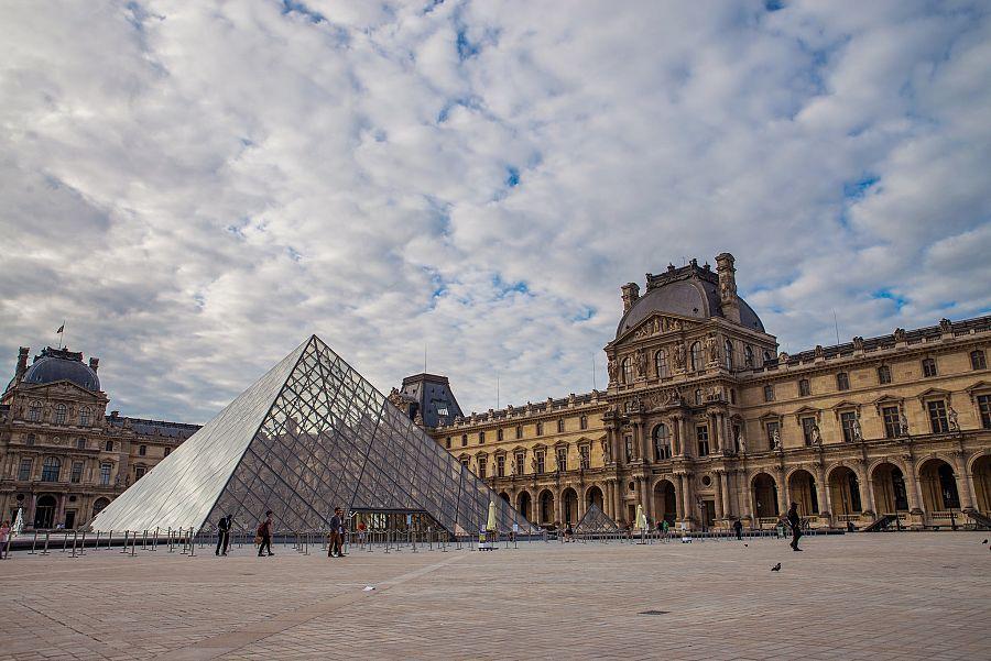 Pariz_Louvre_2_Radynacestu_Pavel_Spurek.jpg
