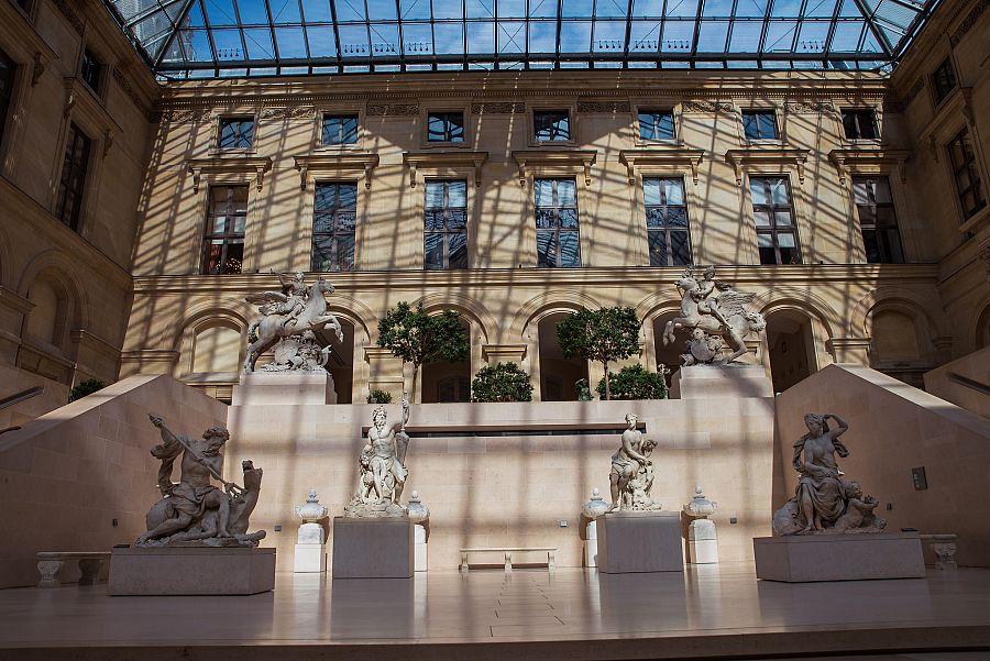 Pariz_Louvre_interier_Radynacestu_Pavel_Spurek.jpg