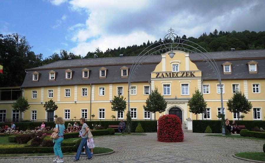 Polsko_Kudowa_Zdroj_sanatorium_Zamecek_Flickr_foto_David_Short.jpg