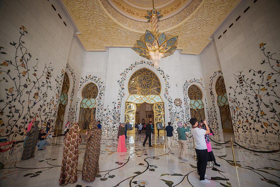 Abu_Dhabi_mesita_sejka_Zayeda_interier_2_Radynacestu_Pavel_Spurek.jpg