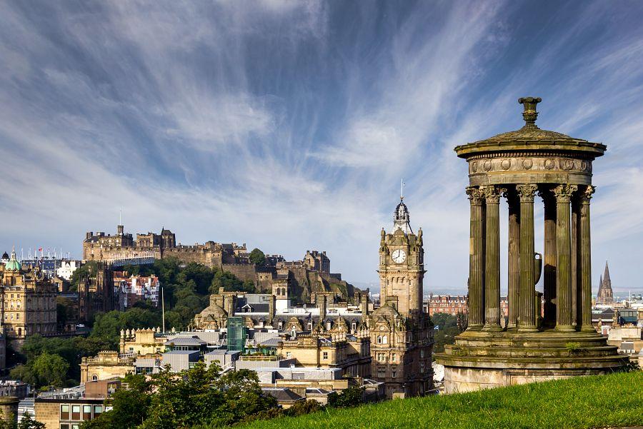 Panoramatický pohled na Edinburgh