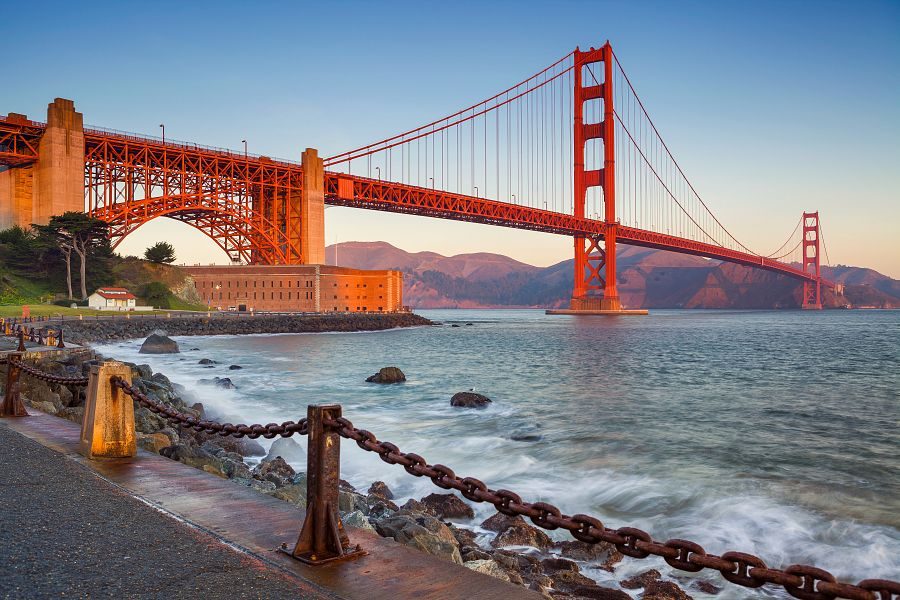 Golden Gate Bridge with the sea in San Francisco