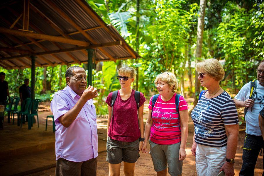 Sri_Lanka_exoticka_zahrada_pruvodce.jpg
