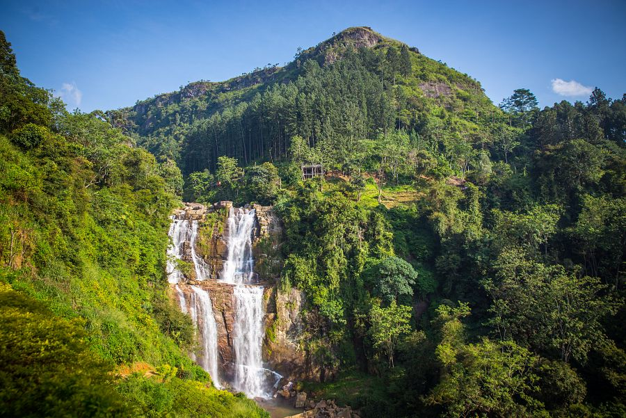 Sri_Lanka_vodopad_Ramboda_scenerie.jpg