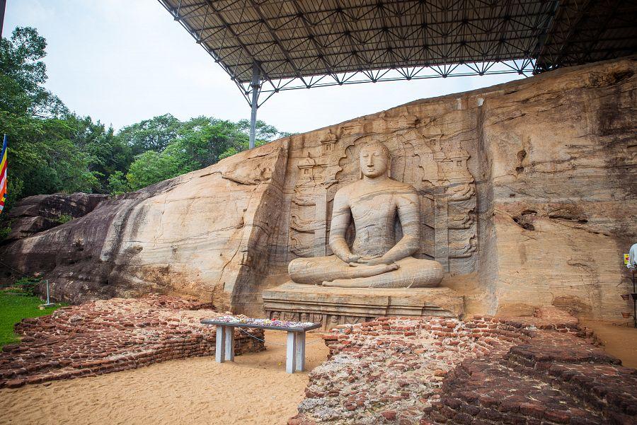 Sri_Lanka_Polonnaruwa_Buddha.jpg