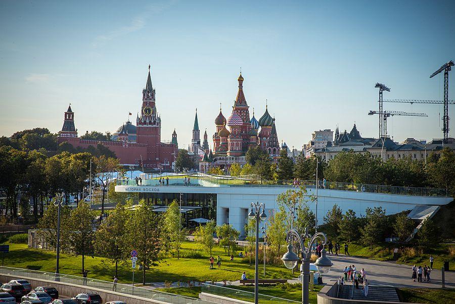Pohled_na_Kreml_a_Vasila_Moskva_Spurek.jpg