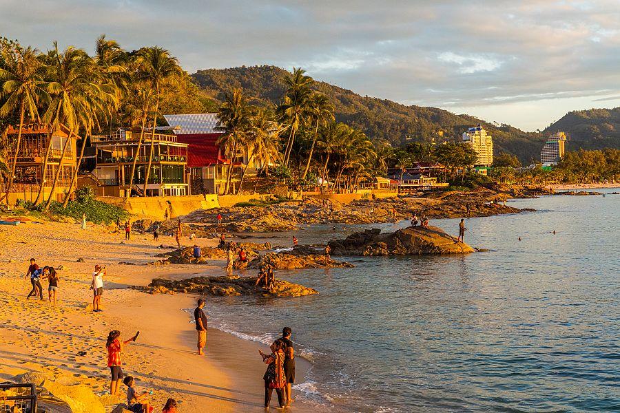 Thajsko_Phuket_4_plaz_zapad_slunce_Radynacestu_foto_Pavel_Spurek.jpg