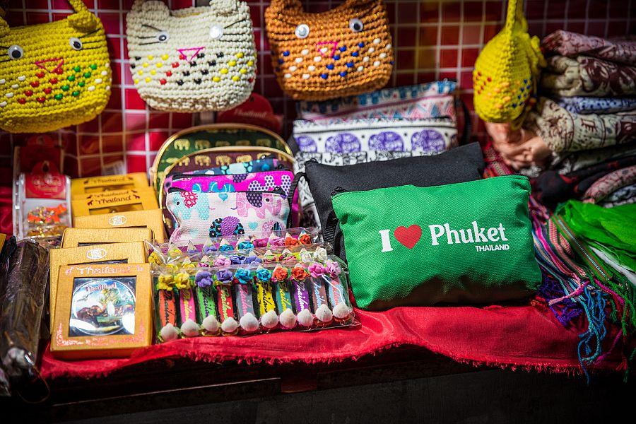 Thajsko_Phuket_Bangla_Road_12_suvenyry_Radynacestu_foto_Pavel_Spurek.jpg