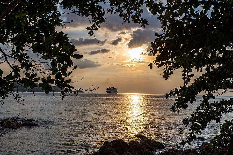 Thajsko_Phuket_zapad_slunce_Radynacestu_foto_Pavel_Spurek.jpg